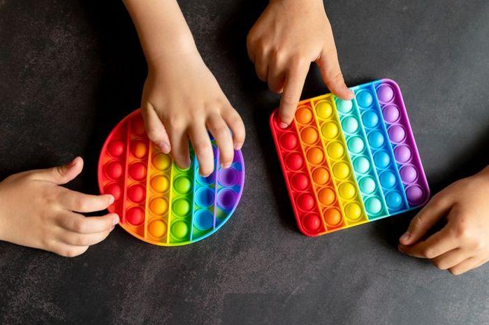 Fatos sobre Fidget Toys o brinquedo que é mania do momento entre as crianças 4