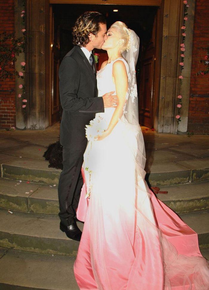 12 noivas que não quiseram saber dos tradicionais vestidos brancos 16